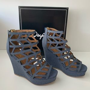 NEW Qupid Kelsey cut out wedges blue denim size 10